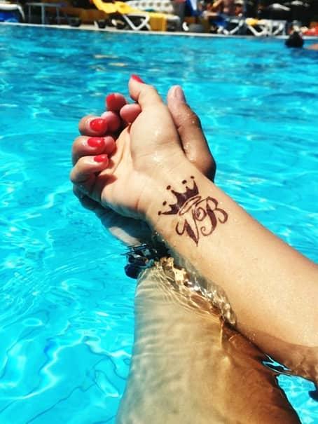 GALERIE FOTO / Ele şi-au făcut tatuaje de dragul iubiţilor