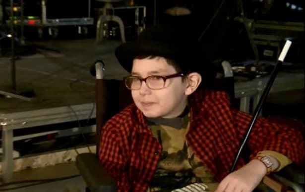Smiley, gest impresionant pentru un băieţel de 10 ani cu cancer pe creier!