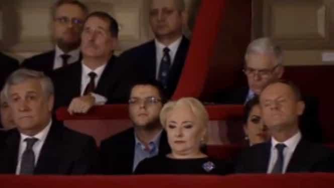 Fiul Vioricăi Dăncilă, fără cravată și deschis la cămașă, la evenimentul de la Ateneu! De ce a fost prezent