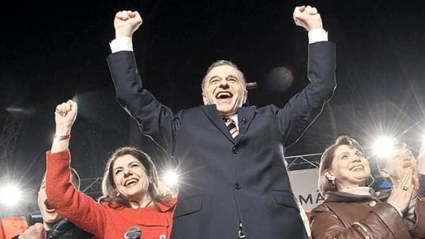 """A CHELIT şi A ALBIT! E incredibil cum arată acum Mircea Geoană, la 7 ani de la celebra replica """"Mihaela, dragostea mea"""". GALERIE FOTO"""