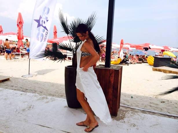 Simona Sensual, FĂRĂ SUTIEN la TV! I s-au văzut sânii prin tricou şi e SINGURĂ din nou