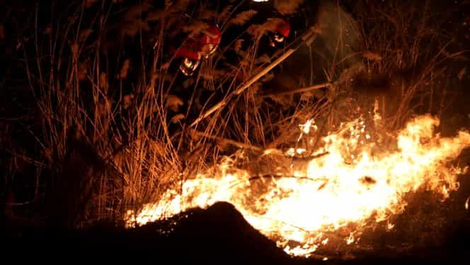 25 de persoane evacuate într-un bloc din Moldova Nouă, după un incendiu puternic