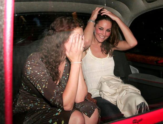 Casa Regală a Marii Britanii fierbe! Poze cu Kate Middleton, beată moartă!