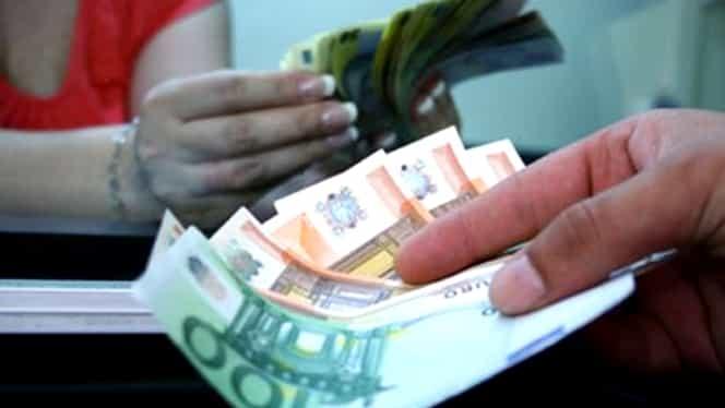 Leul s-a depreciat, luni, în faţa monedei europene