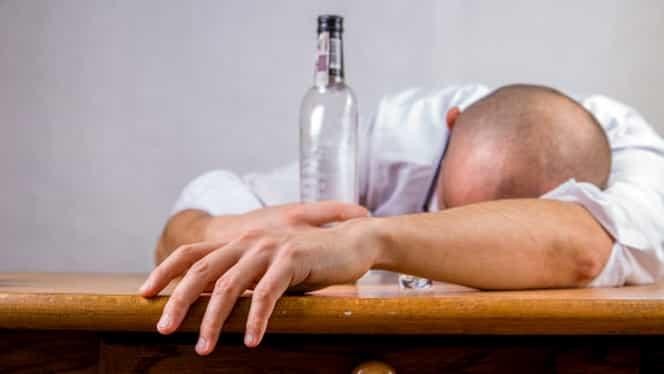 Nimeni nu va mai suferi de mahmureală! Cele mai bune remedii, după o noapte stropită cu alcool