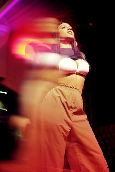 Fanii lui Carmen Simionescu au fost încântați să vadă pozele sexy cu artista. Aceasta s-a pozat cu sânii la vedere, îmbrăcată în costum de baie, pe yaht sau lângă cascadă. Toate au fost o încântare pentru ochi, iar asta puteți vedea în GALERIA FOTO CARE URMEAZA!