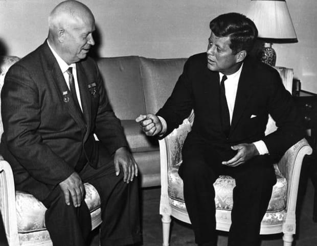 """Ion Țiriac, invitat la un grătar în casa președintelui SUA: """"Puneam nişte cârnaţi la fript şi jucam fotbal american"""""""