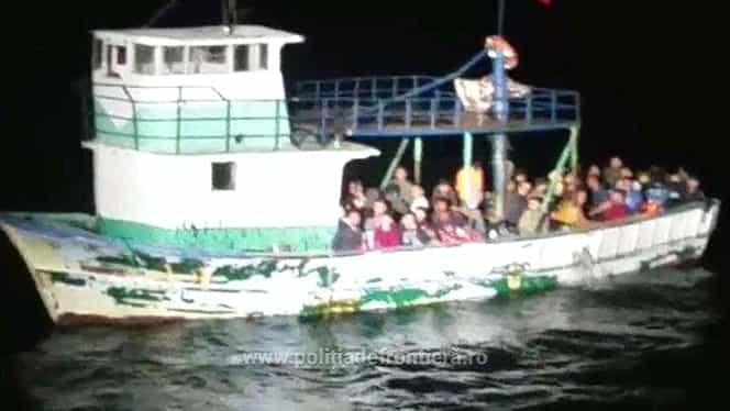 Terorişti printre refugiaţii veniţi pe Marea Neagră! Ministrul Internelor a recunoscut!