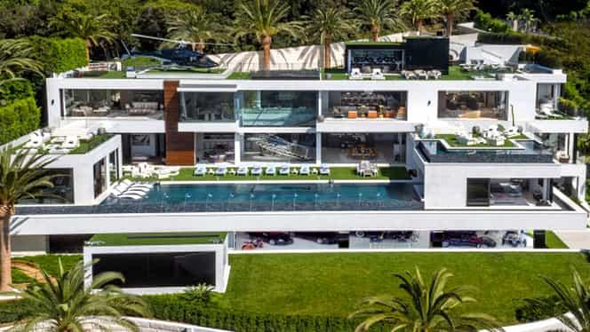 A fost scoasă la vânzare cea mai scumpă casă din SUA! Garajul este dotat deja cu maşini de colecţie! GALERIE FOTO