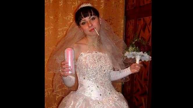 GALERIE FOTO FABULOASĂ! Cele mai penibile poze de la nunţi! MIRESELE regretă toată viaţa că le-au făcut, mirii nu mai ies din casă de ruşine!