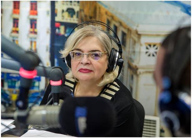 Pentru merite deosebite aduse culturii române, Irina Margareta Nistor a fost decoratăcu Medalia Carol I.