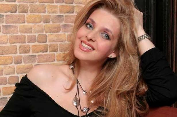 """GALERIE FOTO. Fosta Miss România a vrut să se sinucidă: """"Strîngeam pastilele pentru că voiam să pun punct vieţii!"""""""
