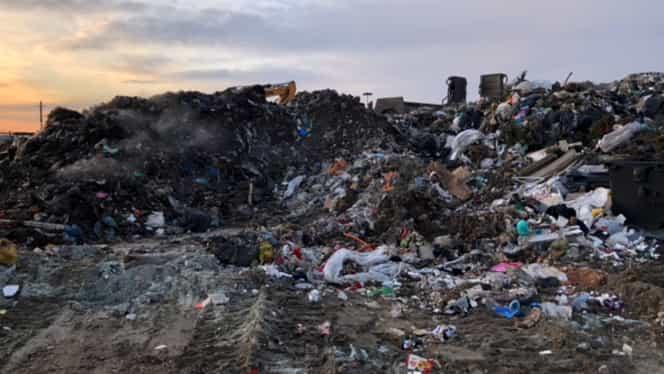 Poliția și Garda de Mediu au făcut percheziții la două firme, suspectate că au aruncat gunoaie în locuri neautorizate