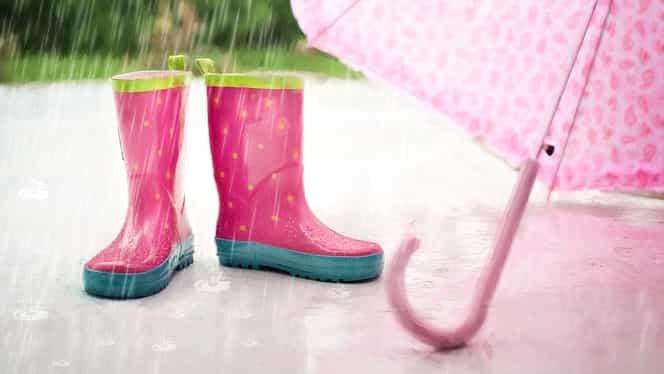 Atenționarea ANM de ploi, lapoviță și ninsori! Cât mai durează vremea rea? Când scăpăm de polei