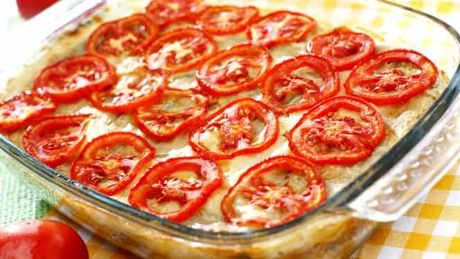 Rețeta Zilei de 26 septembrie. Cartofi cu roșii la cuptor