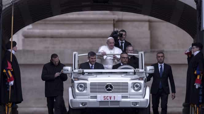 Papa Francisc își suspendă aparițiile publice, de teama coronavirusului. Ieșirile la balcon, înlocuite cu mesaje video