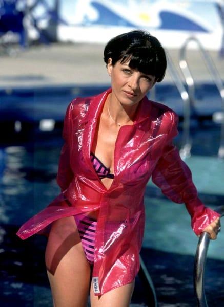 Neti Sandu, poza sexy, la piscină
