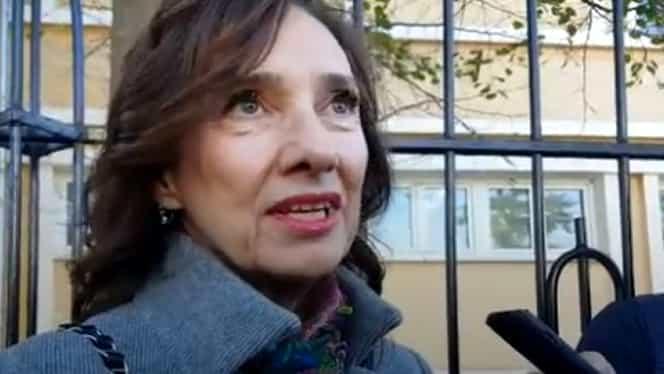 VIDEO. Cum s-a îmbrăcat Carmen Iohannis la votul pentru turul 2 al alegerilor. Mesajul transmis de soția președintelui