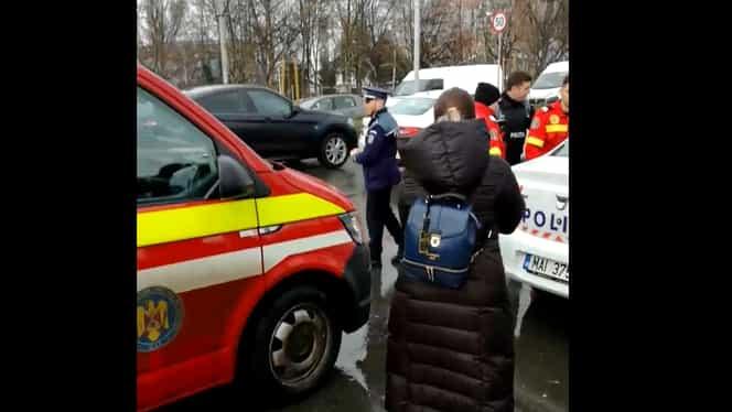 Accident în București! O mașină de poliție a lovit o bătrână pe trecerea de pietoni. Video