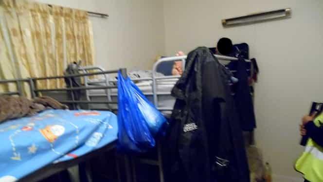 28 de români înghesuiţi într-o locuinţă mică din Londra, plină de şobolani! Proprietara, milionară GALERIE FOTO