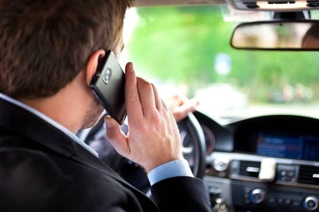 Atenție, șoferi! Peste 4000 de amenzi aplicate șoferilor care vorbeau la telefon