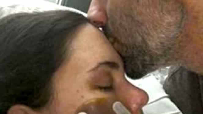 Soţia i-a murit în braţe, la spital. Distrus de durere, bărbatul a băgat un plic în buzunarul doctorului care s-a ocupat de cazul ei. Ce se afla în plic te va cutremura