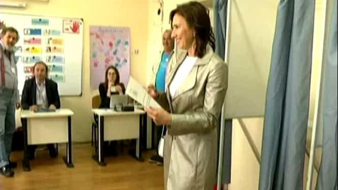 Carmen Iohannis a votat la Sibiu. Cum s-a îmbrăcat prima doamnă în ziua alegerilor