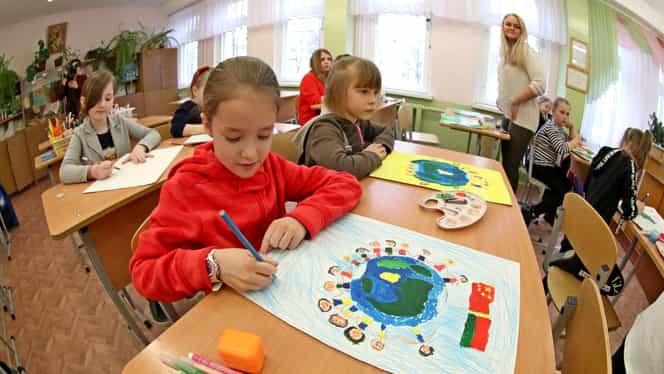 Ministerul Educației anunță începerea înscrierilor pentru clasa pregătitoare. La ce unitate de învățământ poate fi înscris un copil și care sunt actele necesare
