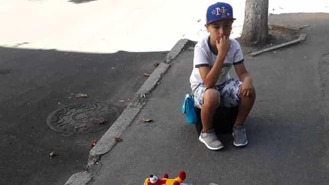 Un băiețel din Chișinău își vinde jucăriile, pe stradă! Ce vrea să facă apoi cu banii