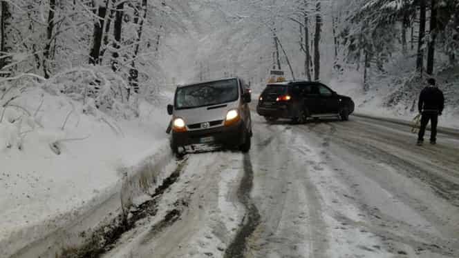 Strat de zăpadă de 82 de centimetri la Vârful Omu. Ninge în mai multe zone