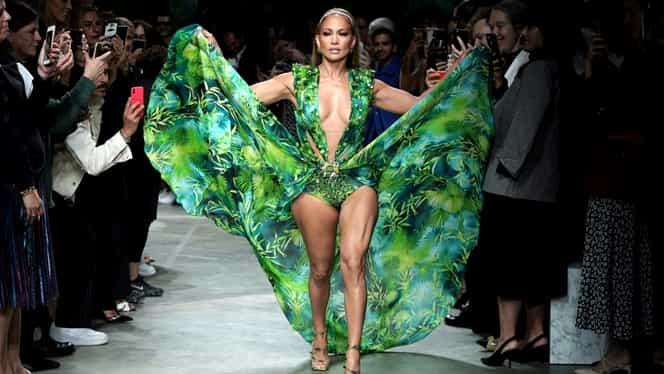 Jennifer Lopez a făcut senzație la gala Versace din Milano! A purtat celebra rochie de la Grammys din urmă cu 19 ani. Foto + Video