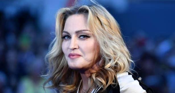 Madonna, pozează doar în lenjerie transparentă la cei 60 de ani (7)