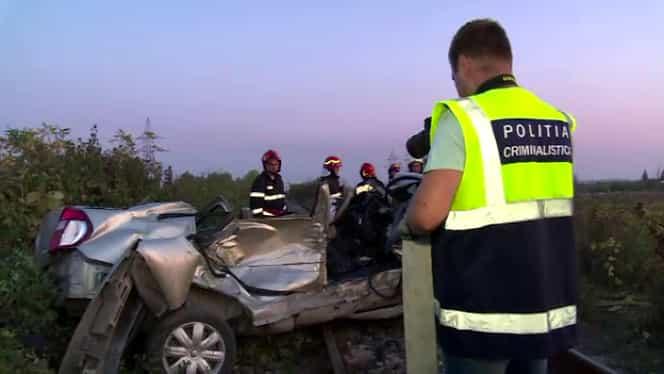 Accident înfiorător în Dâmbovița! O mașină a fost făcută praf de un tren! Doi soți și-au pierdut viața