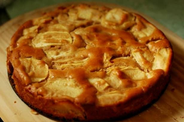 Tortul de mere se prepară ușor și este bucuria oricărei mese în familie, indiferent de perioada anului