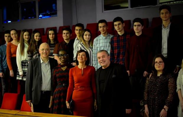 Carmen Iohannis a ieșit cu elevii la teatru! Ce ținută a ales soția lui Klaus Iohannis
