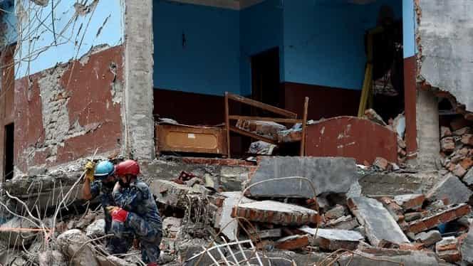 Cutremur devastator de 7,5 grade. Cel puţin 100 de victime şi mii de răniţi