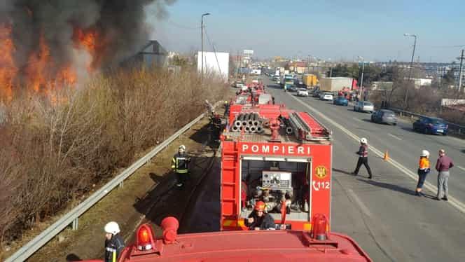 Incendiu de proporții în Voluntari, la un depozit de mașini! Populația a fost avertizată prin Ro-Alert! FOTO și VIDEO