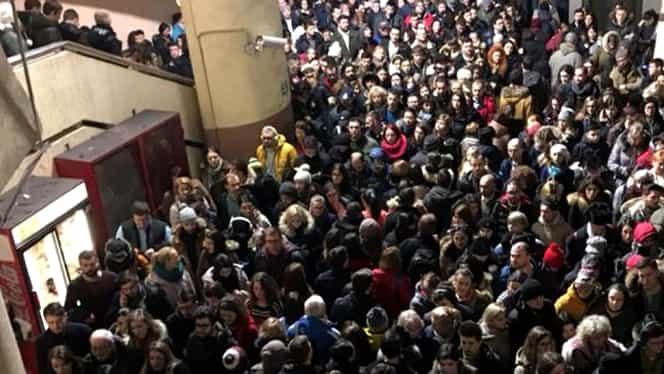 Aglomeraţie ieşită din comun la metrou în această dimineaţă. Ce spune Metrorex