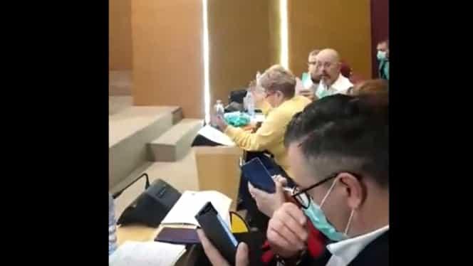 Comportament grobian al viceprimarului Capitalei, Aurelian Bădulescu! Acesta i-a arătat degetul mijlociu unei consiliere USR. Video