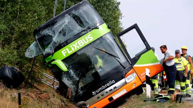 Accident grav în Franţa. Un autocar cu 33 de persoane s-a răsturnat. Sunt mai multe victime