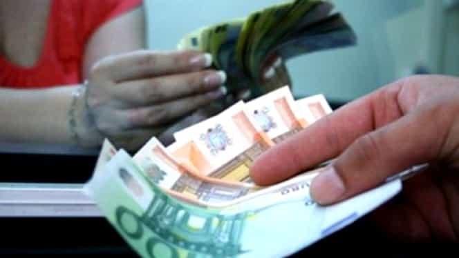 Cursul valutar a explodat. Cât a ajuns Euro după declanşarea conflictului dintre Cotroceni şi Palatul Victoria