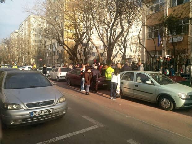 Școala 133 din Sectorul 4, București, evacuată! O elevă a ajuns la spital după ce s-au făcut lucrări de igienizare împotriva gripei