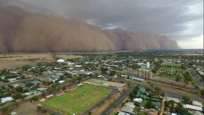 Furtună de praf și grindină cât mingile de golf în Australia! Fenomene meteo extreme în țara sufocată de incendii. Video