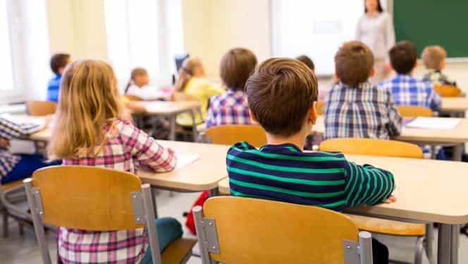 Ce se va întâmpla cu elevii care merg luni la școală, după ce vineri școlile au fost închise