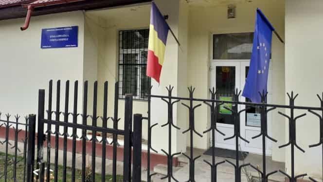 Caz șocant în Prahova! Elev desfigurat, la școală, după ce a fost stropit cu substanțe toxice