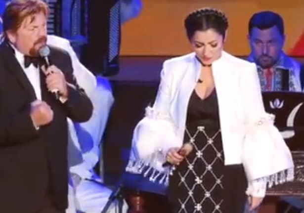 În cadrul seriei de spectacol de pe 28,29 și 30 septembrie, Andra a purtata la Sala Palatului 7 vestimentații spectaculoase. Ca de obicei, cântăreața a bucurat pe toată lumea cu piesele sale, în special cu apariția pe scenă. Solista a ales să intre în sânul publicului desculță, purtând o rochie veche de 60 de ani.