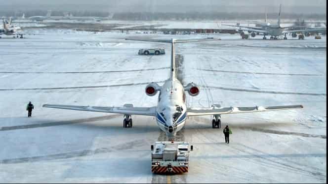 Probleme pe aeroportul Otopeni! Întârzieri și blocaje din cauza condițiilor meteo
