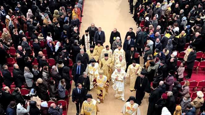 UPDATE: Bilanțul misiunii de la Catedrala Mântuirii Neamului: 93 de persoane asistate medical, 6 transportate la spital