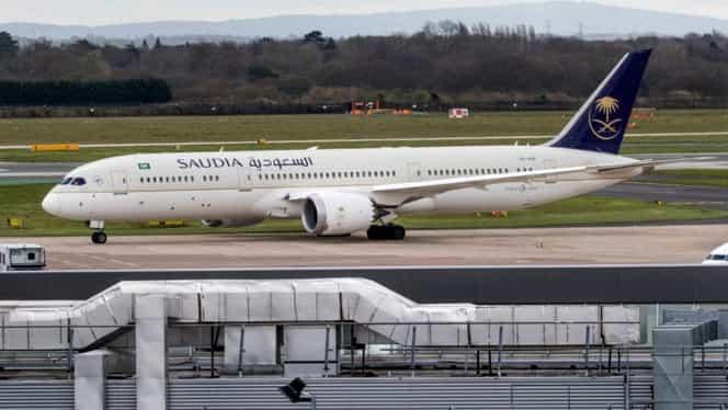 Un avion de pasageri a fost nevoit să se întoarcă de urgență după ce o mamă și-a uitat copilul în aeroport