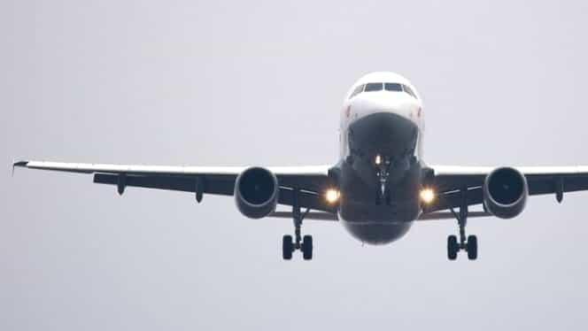 Un avion cu pasageri a lovit un zid în timp ce decola